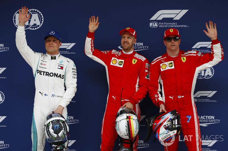Il poleman Sebastian Vettel, Ferrari, il secondo classificato Kimi Raikkonen, Ferrari, il terzo classificato Valtteri Bottas, Mercedes AMG F1