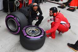 Ferrari ve Pirelli mühendisleri