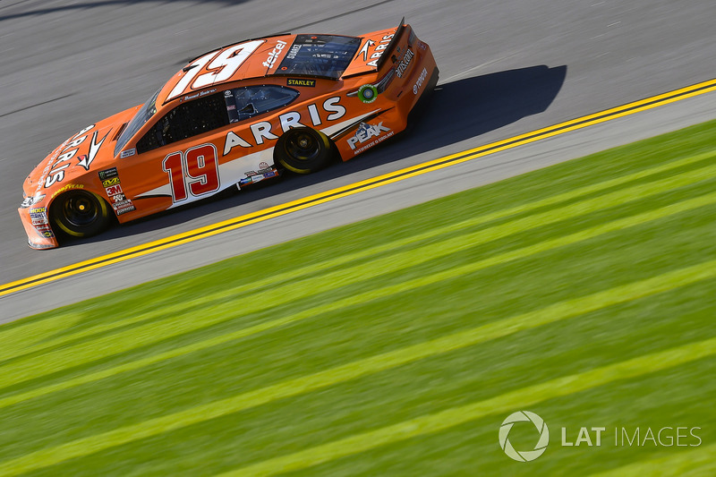 Crash: Daniel Suarez, Joe Gibbs Racing, Toyota