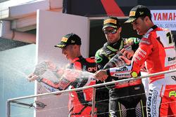 Podio: il vincitore della gara Marco Melandri, Aruba.it Racing-Ducati SBK Team, il secondo classific