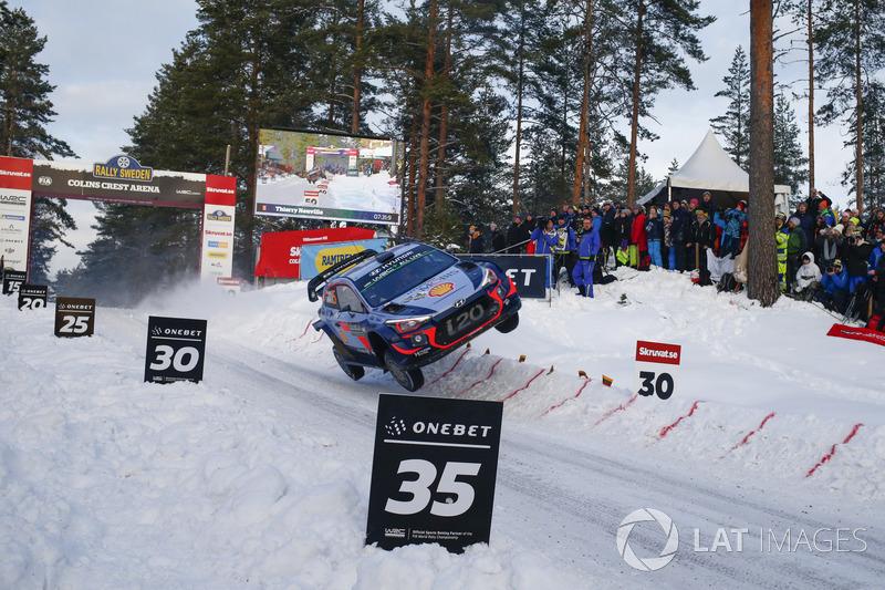 OneBet Salto del año: Thierry Neuville, Nicolas Gilsoul, Hyundai i20 WRC, Hyundai Motorsport, en el Rally de Suecia. Saltó más de 30 metros aterrizando sobre las ruedas derechas.