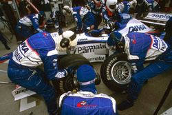 Damon Hill, Arrows A18, pit stop