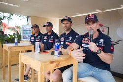 Гонщики Peugeot Sport Себастьен Лёб, Сириль Депре, Стефан Петерансель и Карлос Сайнс