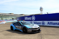 Il calciatore tedesco Lothar Matthäus, nella BMW i8 Qualcomm safety car con Bruno Corriea