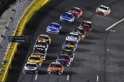 Kevin Harvick, Stewart-Haas Racing, Ford Fusion Jimmy John's ve Daniel Suarez, Joe Gibbs Racing, Toyota Camry ARRIS