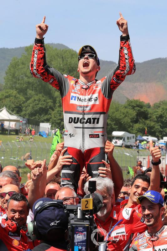 Ganador de la carrera Jorge Lorenzo, equipo de Ducati