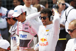 Esteban Ocon, Force India, and Daniel Ricciardo, Red Bull Racing, on the grid prior to the start