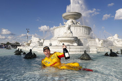 Ryan Hunter-Reay, Andretti Autosport Honda viert zijn overwinning in de Scott Fountain