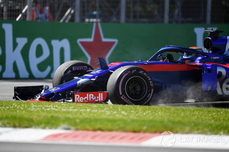 Brendon Hartley, Scuderia Toro Rosso STR13 sort large dans l'herbe