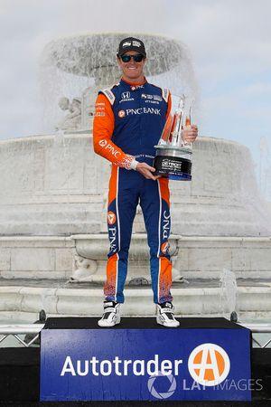 Winnaar Scott Dixon, Chip Ganassi Racing Honda viert in Victory Lane