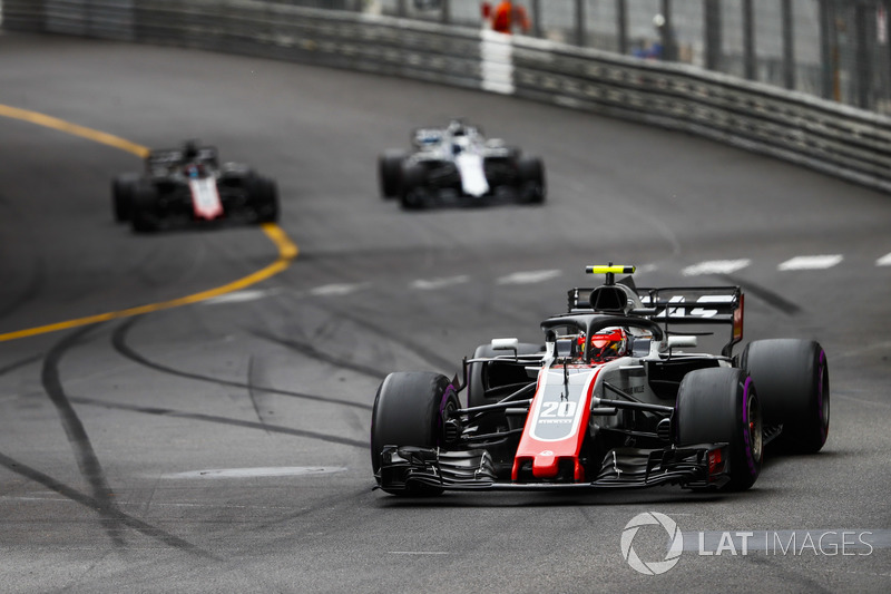 Kevin Magnussen, Haas F1 Team VF-18, precede Lance Stroll, Williams FW41, e Romain Grosjean, Haas F1 Team VF-18