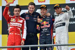 Podium: race winner Sebastian Vettel, Red Bull Racing, second place Fernando Alonso, Ferrari, Michael Manning, Red Bull Racing, third place Lewis Hamilton, Mercedes AMG F1