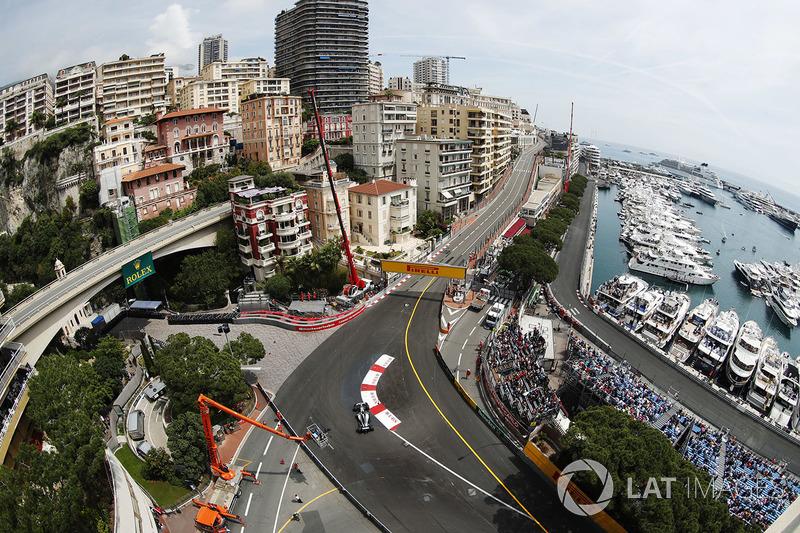 Panoramica di Valtteri Bottas, Mercedes AMG F1 W09 alla Santa Devota