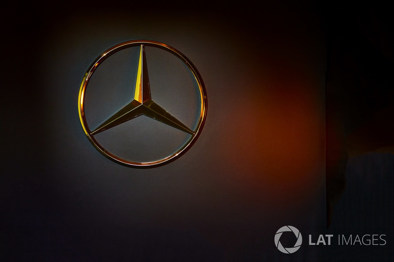 Mercedes emblem in the garage