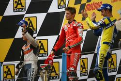 Podyum: 2. Dani Pedrosa; 1. Casey Stoner, Ducati; 3. Colin Edwards, Yamaha