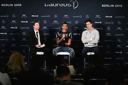 Lewis Hamilton, Mercedes AMG F1 Team, und Mercedes-Motorsportchef Toto Wolff