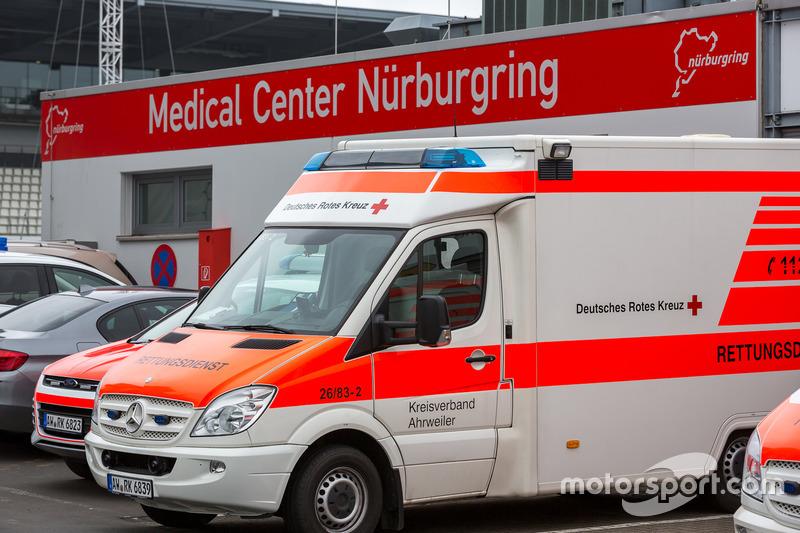 Ambulancia en el centro médico