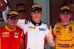 Il vincitore Artem Markelov, RUSSIAN TIME, il secondo classificato Norman Nato, Racing Engineering,