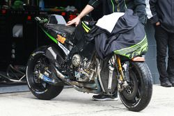 Bradley Smith, Monster Yamaha Tech 3 crashed bike
