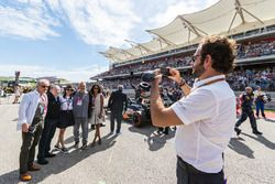 Jean Todt, FIA President take photo with vips