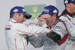 Benoit Treluyer, #07 Audi Sport Team Joest Audi R18 viert feest op het podium