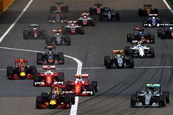 Daniel Ricciardo, Red Bull Racing RB12 leads