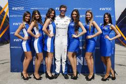 Tom Chilton, Sébastien Loeb Racing, Citroën C-Elysée WTCC, mit WTCC-Girls