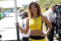 La grid girls di Maximilian Götz, Mercedes-AMG Team HWA, Mercedes-AMG C63 DTM