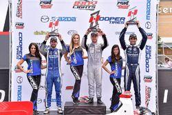 Podio: il vincitore della gara Felix Rosenqvist, Belardi Auto Racing, il secondo classificato Felix