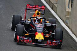 Pierre Gasly, pilote de réserve Red Bull Racing, teste le système Halo sur la RB12
