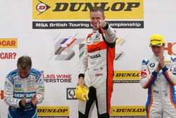 Podium: Race winner Matt Neal, Halfords Yuasa Racing; Jason Plato, Subaru Team BMR; Sam Tordoff, Team JCT600 with GardX