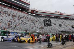Teams get ready to go racing