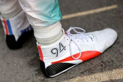Pascal Wehrlein, Mercedes AMG F1 Team shoes detail