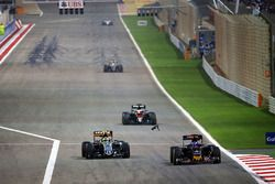 Max Verstappen, Scuderia Toro Rosso STR11 en Sergio Perez, Sahara Force India F1 VJM09