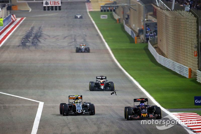 Max Verstappen, Scuderia Toro Rosso STR11 and Sergio Perez, Sahara Force India F1 VJM09