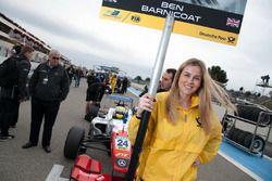 La Grid Girl de Ben Barnicoat, HitechGP Dallara F312 - Mercedes-Benz