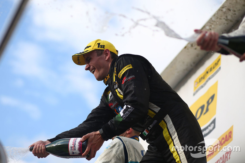 Podium: Race winner, Aron Smith, BKR celebrates with champagne
