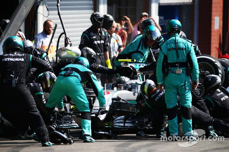 Nico Rosberg, Mercedes AMG F1 W07 Hybrid pit stop