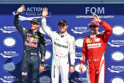 I primi tre delle qualifiche nel parco chiuso (da sx a dx): Max Verstappen, Red Bull Racing, secondo; Nico Rosberg, Mercedes AMG F1, pole position; Kimi Raikkonen, Ferrari, terzo