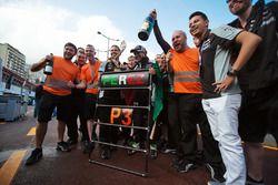 Sergio Perez, Sahara Force India F1, fête sa 3e place avec son team