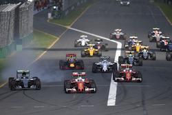 Sebastian Vettel, Ferrari SF16-H, mène au départ de la course