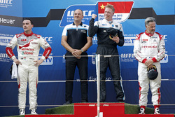 Podium: race winner Thed Björk, Polestar Cyan Racing, Volvo S60 Polestar TC1, second place Norbert M