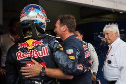 Ganador, Daniel Ricciardo, Red Bull Racing celebra en parc ferme con Christian Horner, Red Bull Raci