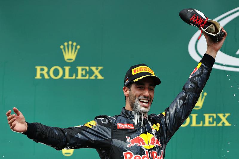 La felicidad de Ricciardo no se va ni tras hacer el 'shoey'