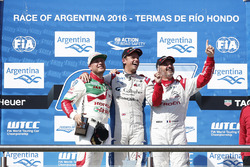 Podium: Sieger Tom Chilton, Sébastien Loeb Racing; 2. Rob Huff, Honda Racing Team JAS; 3. Yvan Mulle