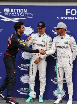 Polesitter Nico Rosberg, Mercedes AMG F1, second place Lewis Hamilton, Mercedes AMG F1, third place