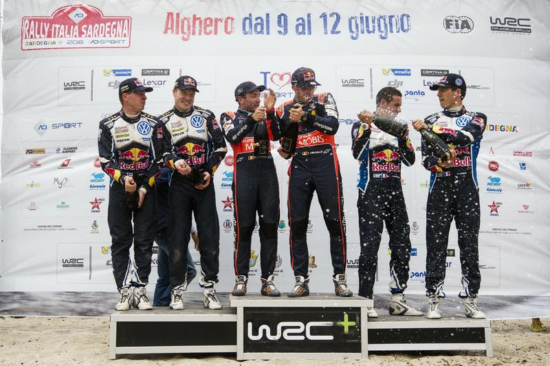 Podium: Winners Thierry Neuville, Nicolas Gilsoul, Hyundai i20 WRC, Hyundai Motorsport; second place