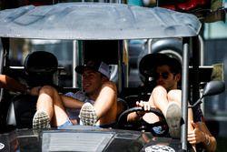 Pierre Gasly, PREMA, Racing & Antonio Giovinazzi, PREMA Racing en el paddock