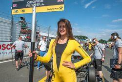 Gridgirl für George Russell, HitechGP, Dallara F312 - Mercedes-Benz