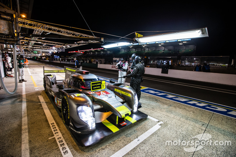 توقف السيارة رقم 4 فريق بايكوليس ريسينغ سي إل إم بي/01: سيمون ترومر، أوليفر ويب، بيير كافير